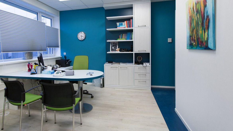 Interieurontwerp huisarts spreekkamer gezondheidscentrum Zuiderzorg Ede huisartsenpraktijk